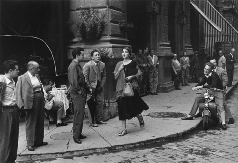 Ruth Orkin, American Girl in Italy, 1951 © Ruth Orkin. Courtesy of Howard Greenberg Collection