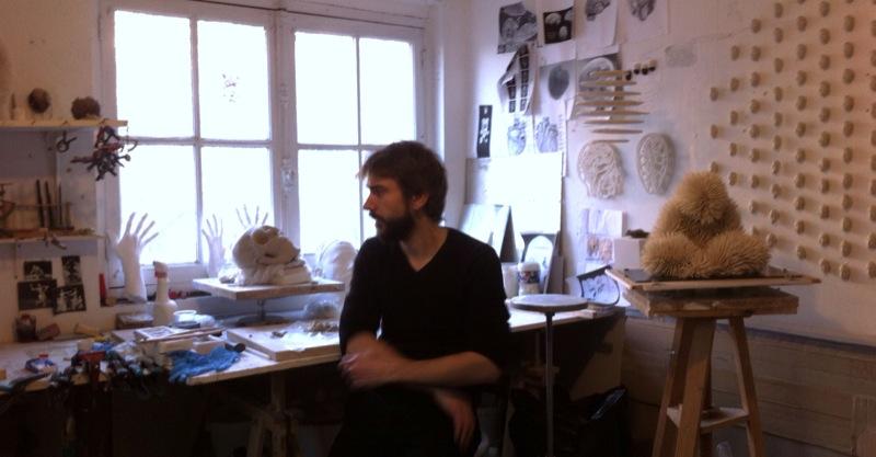 Samuel dans son atelier. Décembre 2013