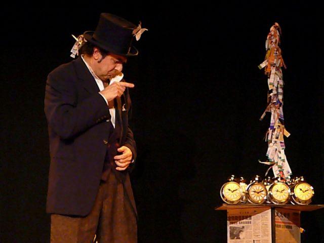 """Paul Maz dans """"Le magicien de papier"""""""