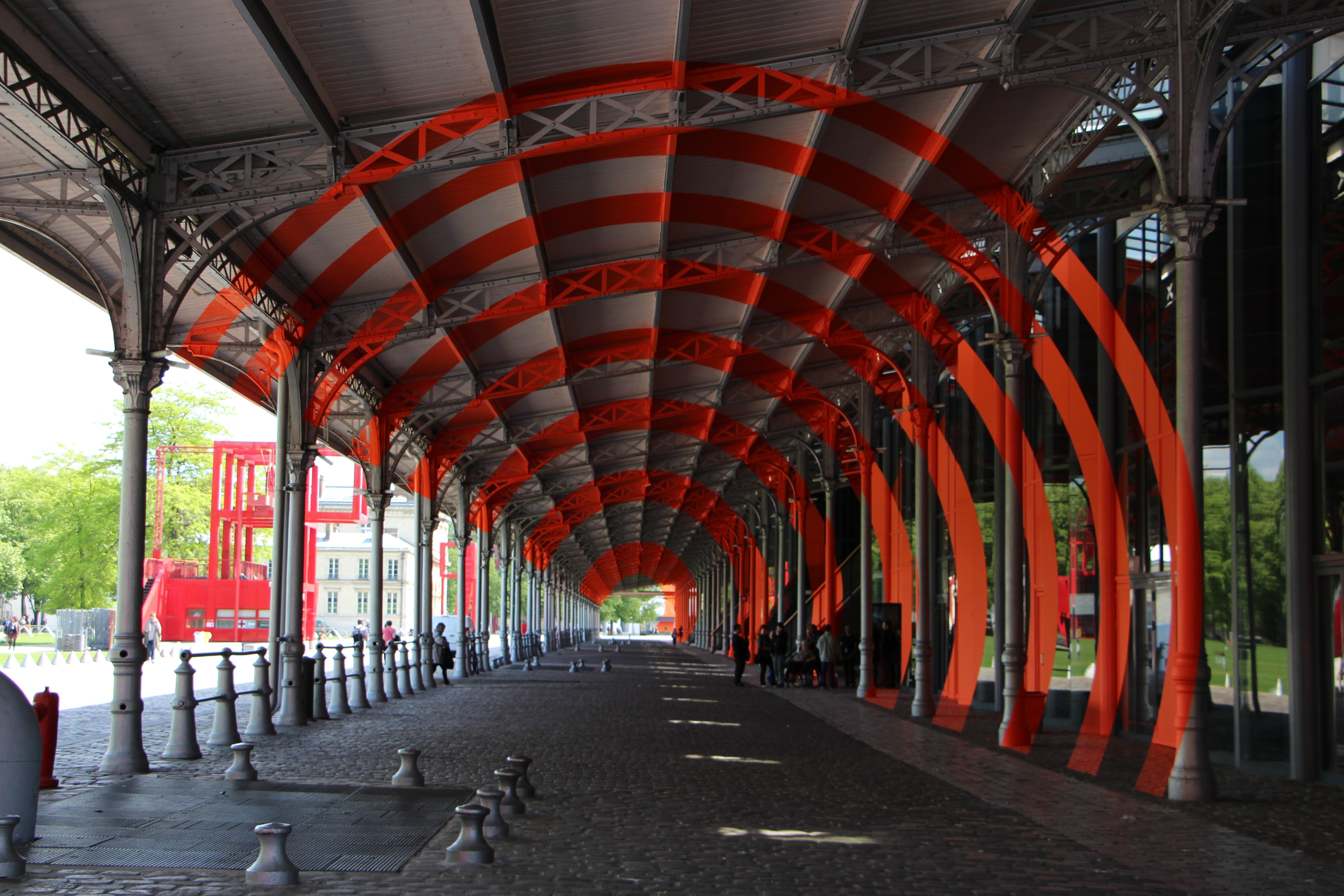 Galerie Est de La Grande halle de la Villette, Arcs de cercle sur diagonale, jusqu'au 13 septembre 2015