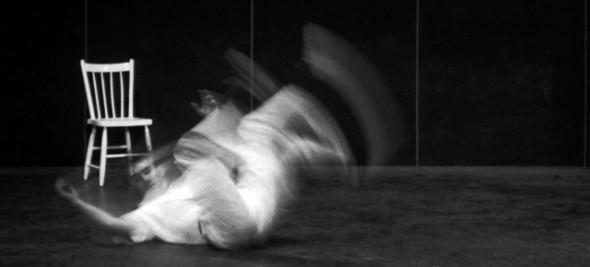 """Photogramme d'""""Il était une chaise"""" de Claude Jutra et Norman McLaren, 1957"""