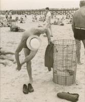 l'homme à la plage 1950.jpg