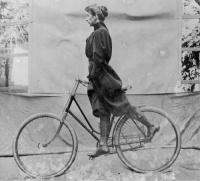Wheeling, Alice Austen, 1896.jpg